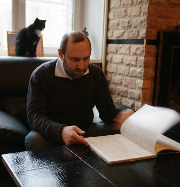 """Скульптор  Александр Рябичев """"Мне работа эта особенно дорога, как память об отце, с которым я работал всю жизнь до его ухода. В Индии, в Москве. Я постоянно об этом помню. Для меня работа с отцом -- это вся моя жизнь"""""""