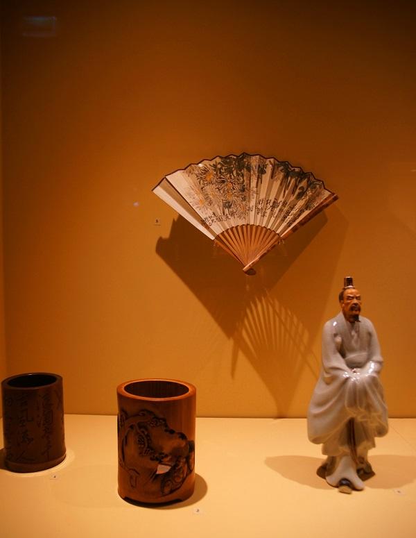 Строгое соблюдение традиций и особое отношение к образованным, ученым людям привели к тому, что распитие чая или вина превратилось в своеобразный ритуал, включавший состязания в поэзии, живописи и каллиграфии.