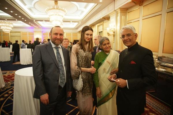 С послом Индии  Пунди Шринивасаном Рагхаваном Александр Рябичев София Загряжская Кришна Рой