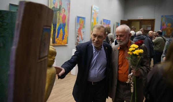 Владимир Буйначев (справа) на своей персональной  Выставке  в МОСХ на БЕГОВОЙ, 7 26 февраля 2015 г.