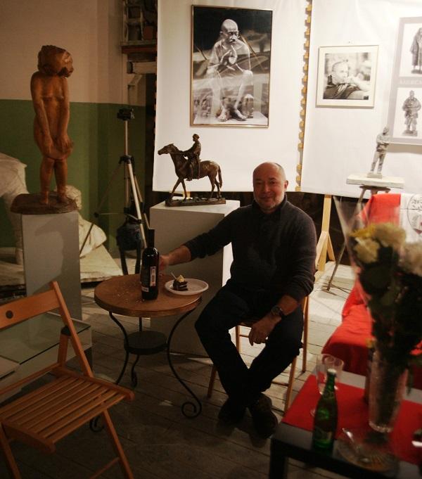 Скульптор  Владимир Колесников 13 февраля 2015 г.  в Творческой Мастерской Рябичевых
