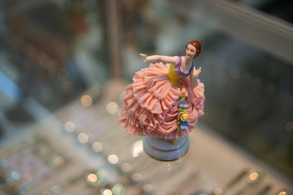 """Фарфоровая статуэтка  """"Балерина""""  начало XX века  Полная сохранность  тонкие фарфоровые кружева выполнены по технологии, утраченной в наши дни.  Австрия, Вена"""