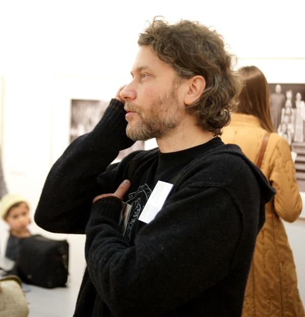"""Валерий Близнюк  на своей выставке проект """"Образ жизни"""" Салон ЦДХ 2015"""