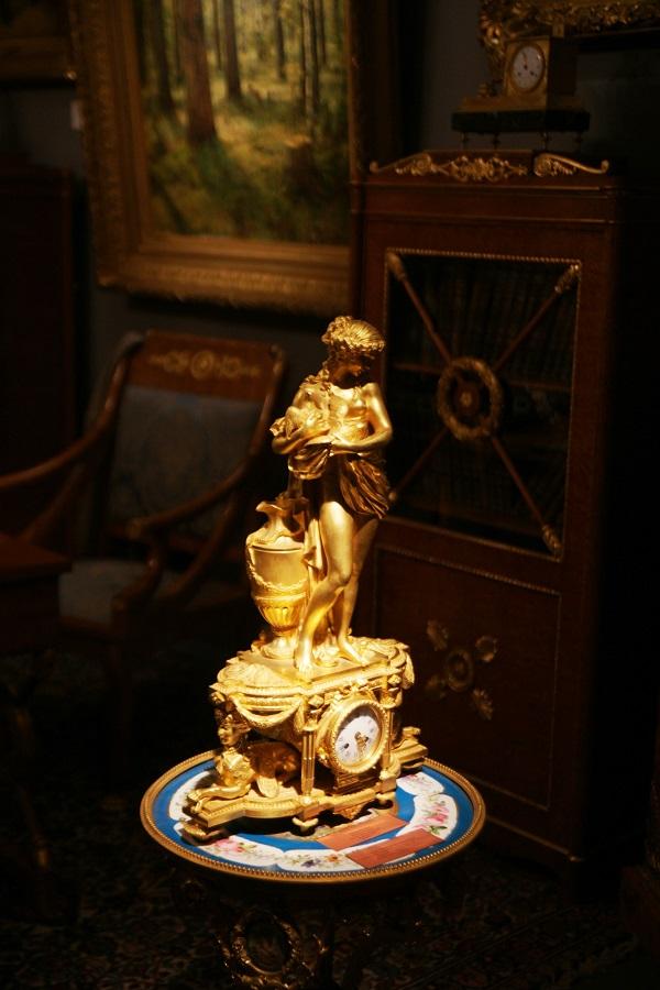 """Галерея  """"Петербургский антиквар"""" Каминные часы """"Венера с голубем"""" бронза, литье, золочение Франция 1885 г. 67х41х18"""
