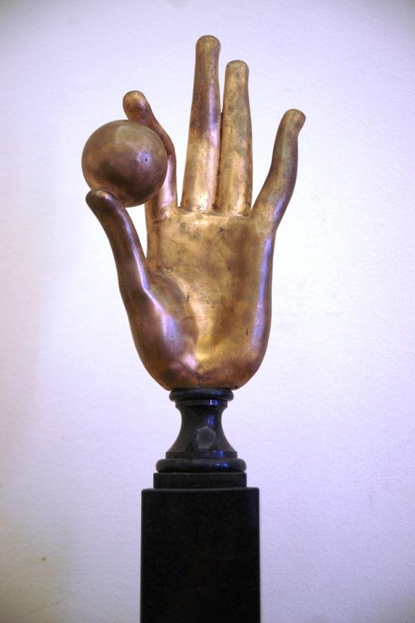 "Скульптор  Александр Бурганов ""Рука творца"" 2010 г. бронза"