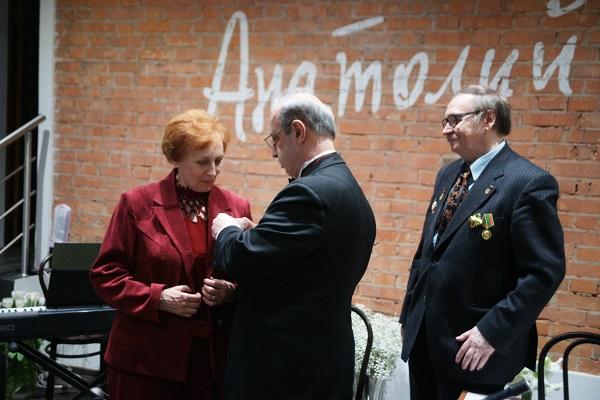 Награждение Натальи Листиковой известной писательницы,  видного общественного деятеля