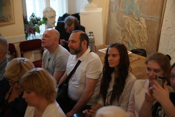 Скульпторы Сергей Смуров и Александр Рябичев и другие зрители Концерт в МСХ на Старосадском, д.5 31 мая 2015 года