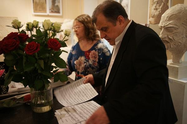 Георгий Курдов  Скульптор  солист Музыкального клуба МСХ и концертмейстер  Виолетта Балдина Концерт в МСХ на Старосадском, д.5 31 мая 2015 года