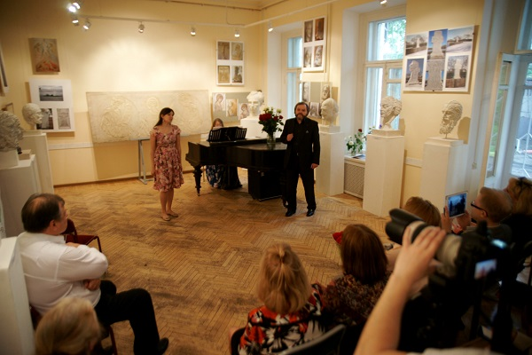 Алена Булгакова и Степан Сагайко солисты Музыкального Клуба МСХ Концерт в МСХ на Старосадском, д.5 31 мая 2015 года
