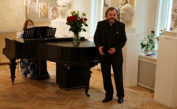 Степан Сагайко Скульптор  солист Музыкального клуба МСХ и концертмейстер  Виолетта Балдина Концерт в МСХ на Старосадском, д.5 31 мая 2015 года