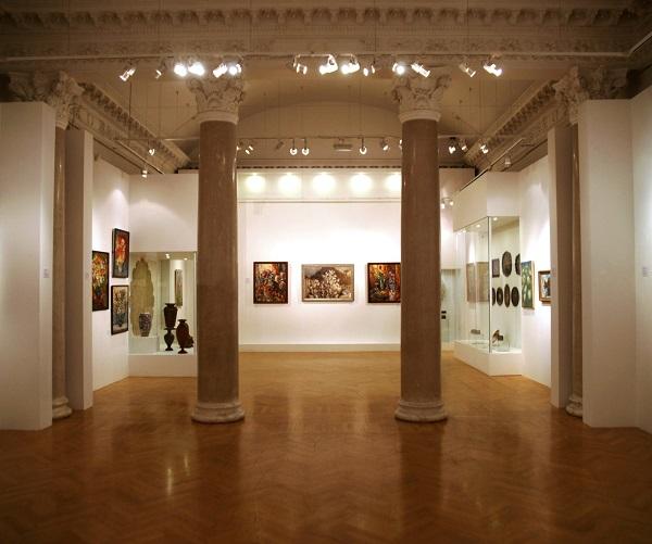 записки о художниках АРТ-Релиз.РФ, Выставка общий план зала. (фото 3)