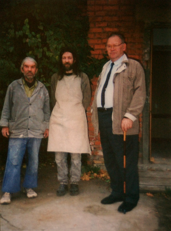 На фото:  реставраторы Игорь Кириллов, Александр Володин   Владимир Глазков, реставратор, ведущий специалист
