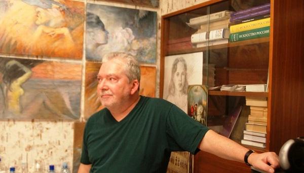 Художник  Сергей Чайкун в своем доме-мастерской