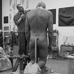 Скульптор  Иван Коржев за работой