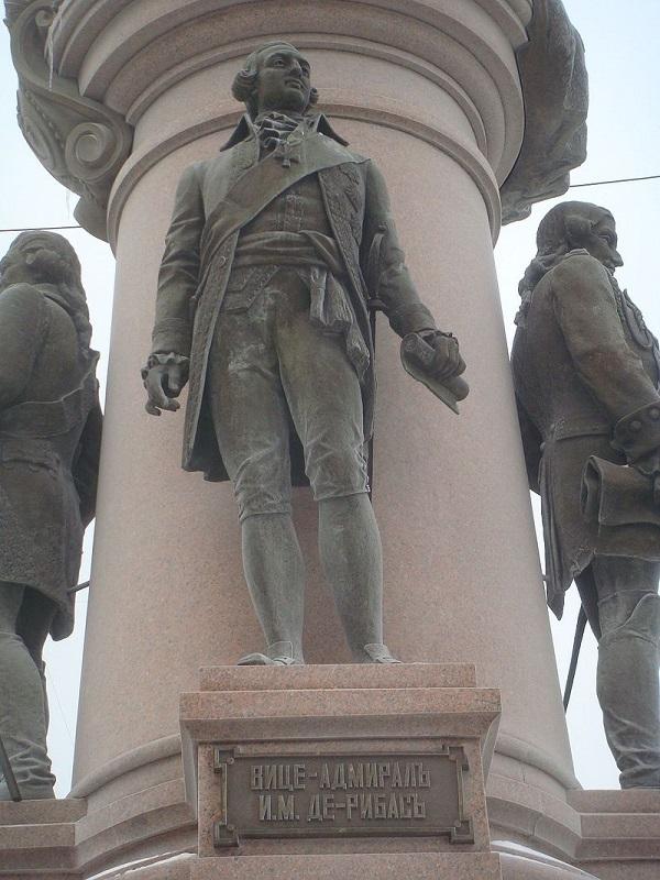 Бронзовая скульптура адмирала в составе монументальной композиции восстановленного памятника Екатерине Великой в Одессе