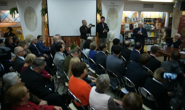 """Презентация книги """"Светлый мир Натальи Бажановой"""" в Библио-Глобус"""