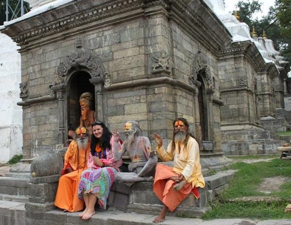 Фото из архива Мариам Непал,  2013 год Местные знаменитости - сидхи.  Пашупатинат, Катманду