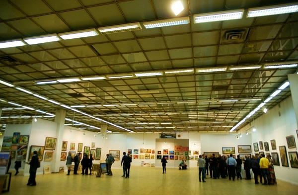 Зал № 8 ЦДХ  выставка художника Валерия Секрета