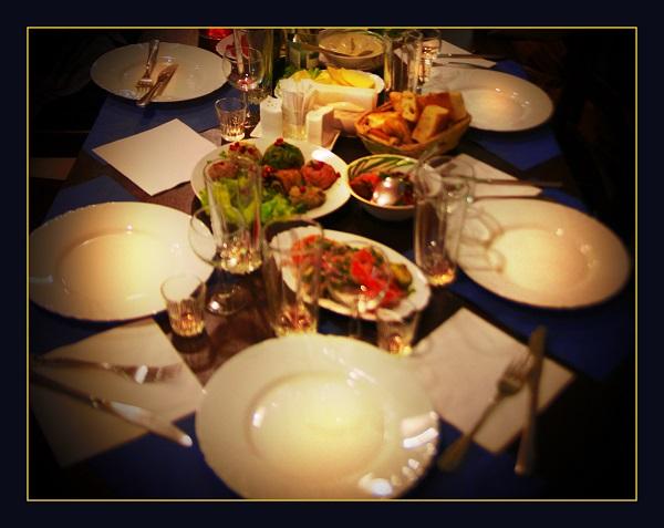 Кафе «Шпинат» называют еще «кафе для своих». Маленькое уютное заведение становится постоянным местом встреч с друзьями для тех, кто ценит грузинскую кухню.