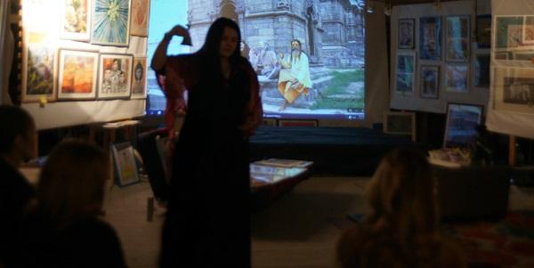 Мариам Шатилова ведет семинар в Творческой Мастерской Рябичевых Мандала
