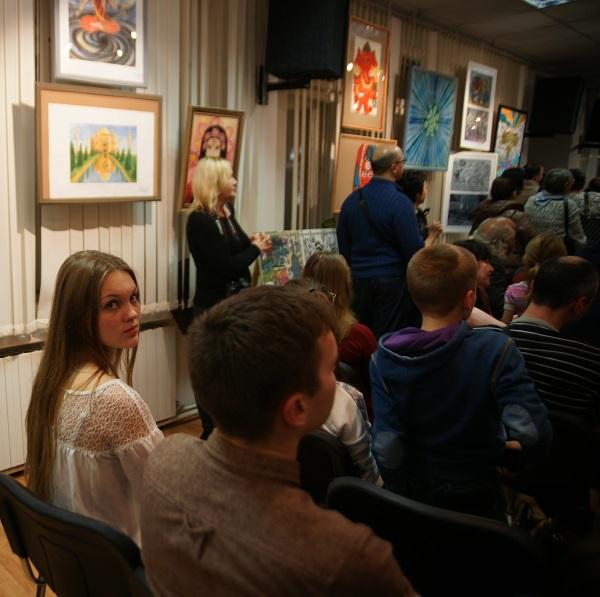 Даниэла Рябичева также получила благодарность  за помощь в организации выставки.
