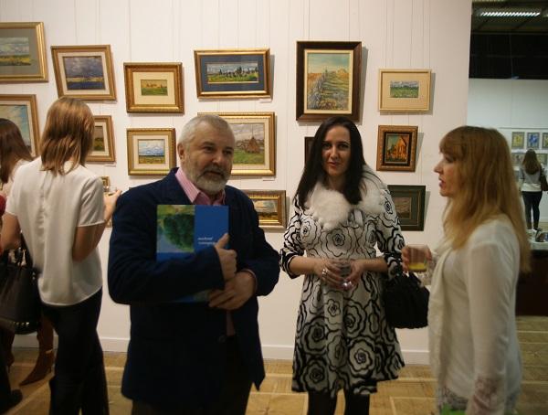 Люся Чарская художник  с коллегами