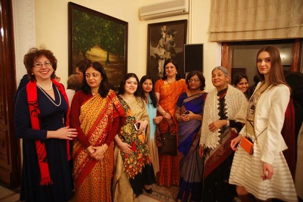 В посольстве Индии Галина Евтушенко (слева), София Загряжская (справа), Кришна Рой,