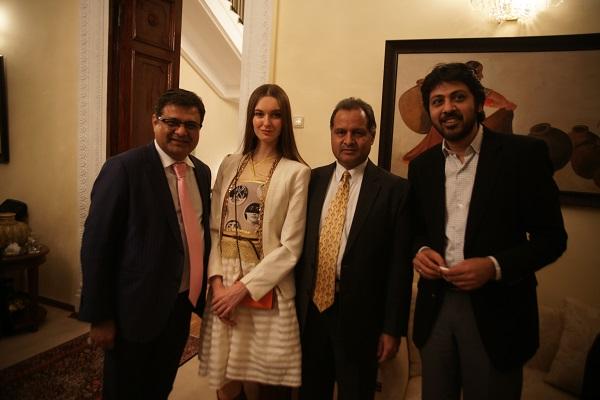 Сэмми Котвани президент Индийского бизнес-альянса (слева)  с коллегами  и София Загряжская