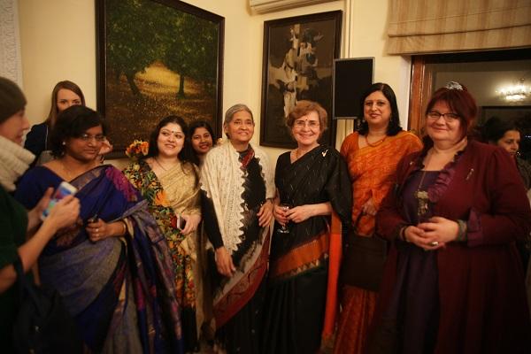 В посольстве Индии с супругой Посла Барбарой Рагхаван (в центре)