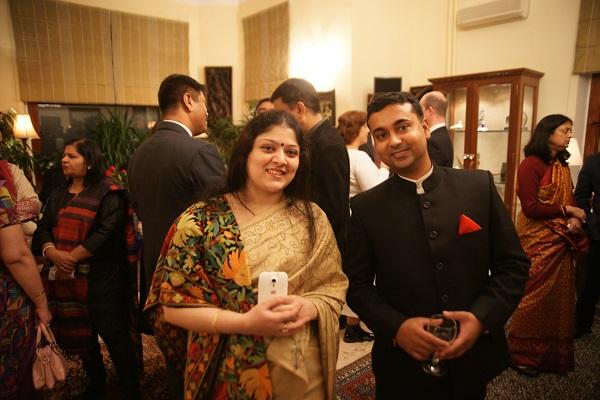 В посольстве Индии      .