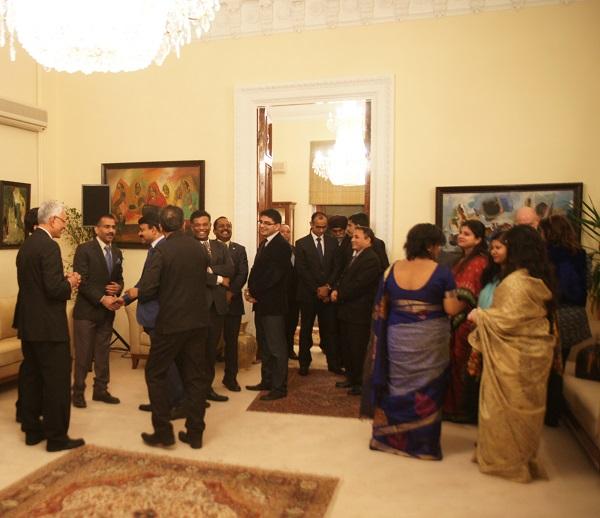 В посольстве Индии..