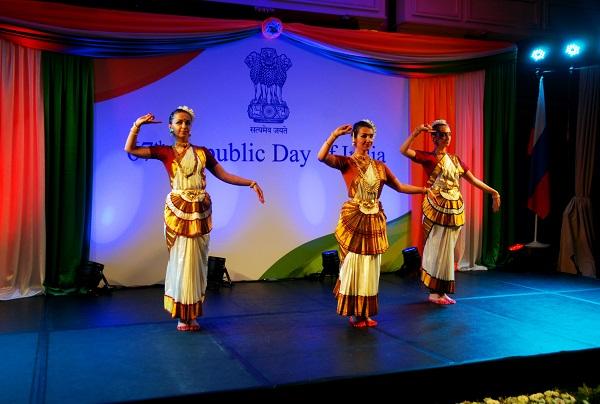 День Республики Индия (танцовщицы) Арт-Релиз.РФ