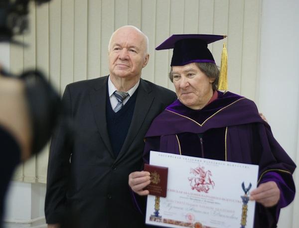 Виктор Пензин Президент Академии Народного искусства и художник Анатолий Кулинич  действительный член Академии Народного искусства