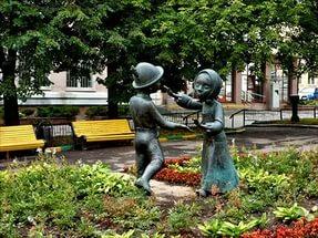 """Скульптура  """"Танцующие дети"""" в Москве на Красной Пресне авторы: Дмитрий Рябичев, Александр Рябичев"""
