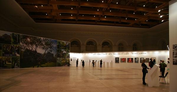 Выставка в Манеже  из коллекции Феликса Комарова