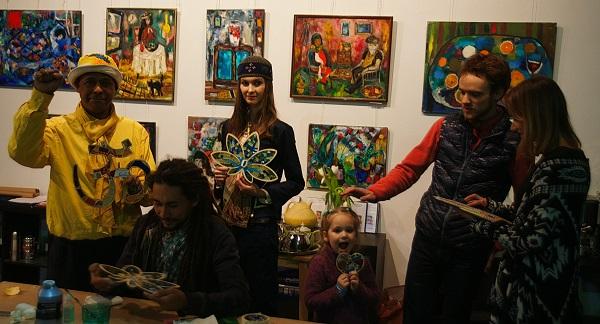 Мастер-класс по мозаике  в Творческой Мастерской Рябичевых  провел мастер Михаил Кипятков 8 марта 2016 года