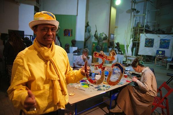 Моллах Парвеж Участник мастер-класса  мастера по мозаике Михаила Кипяткова