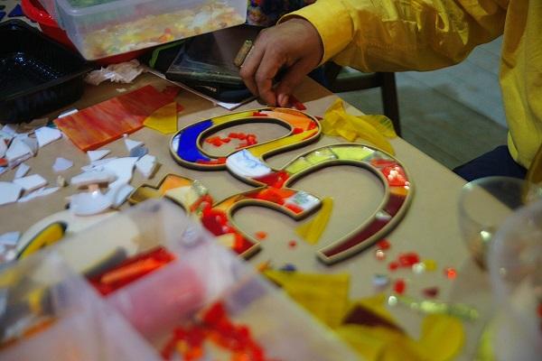 Одна из форм  мастер-класса по мозаике  Михаила Кипяткова говорит о влиянии индийской культуры на творчество этого мастера