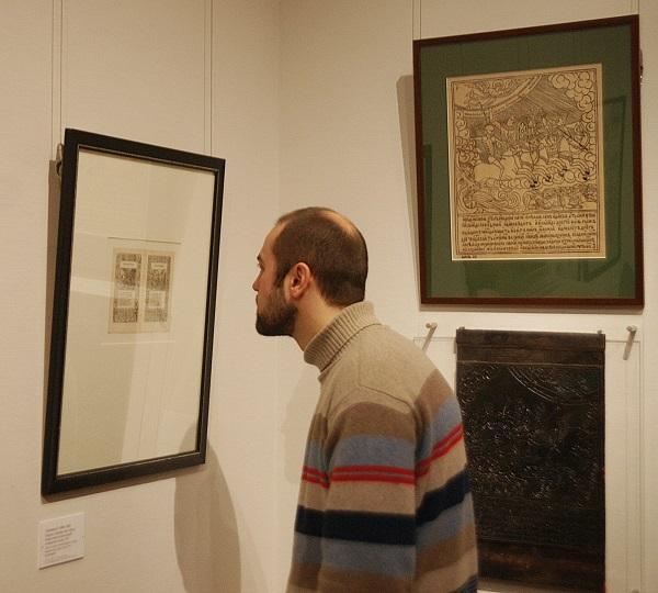 На выставке «Материалы и техники гравюры. Ксилография»  в Государственной Третьяковской галерее  участник   Павел Блохин