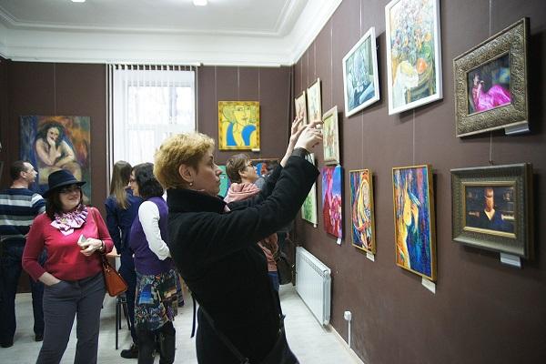 """Выставка  """"Женщины и цветы. Весна"""" продлится в Культурном Центре  """"Галерея На Новинском"""" до 19 апреля 2016 года"""