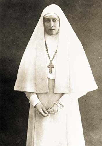 Ее подвижническая деятельность в Марфо-Мариинской обители -- достойный пример для современной нашей Церкви, а ее мученическая кончина овеяна ореолом подлинного исповедничества.