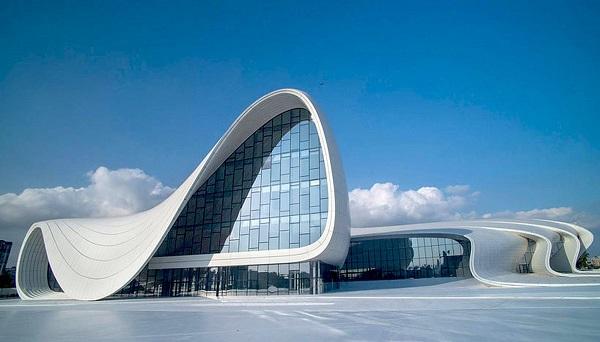 Архитектор Заха Хадид Центр Гейдара Алиева в Баку