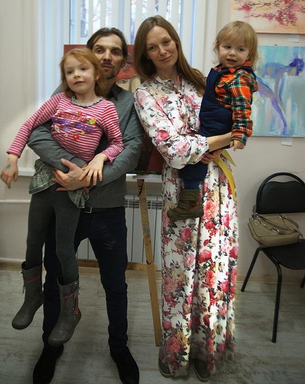 Кураторы  Алексей и Марина Гиляровы с детишками
