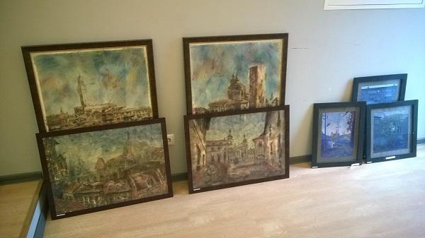 Работы Дмитрия Михайловича Стоянова  выставка в процессе монтажа