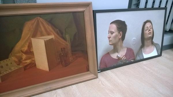 Работы Олега Николаевича Сергеева  выставка в процессе монтажа