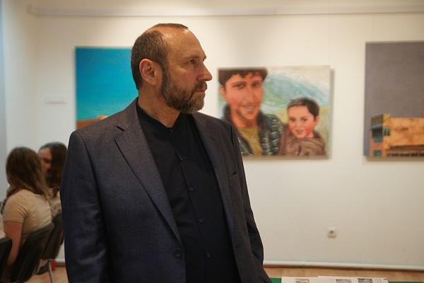 Скульптор Александр Рябичев на открытии выставки Ольги Коноровой в Культурном центре имени Джавахарлала Неру