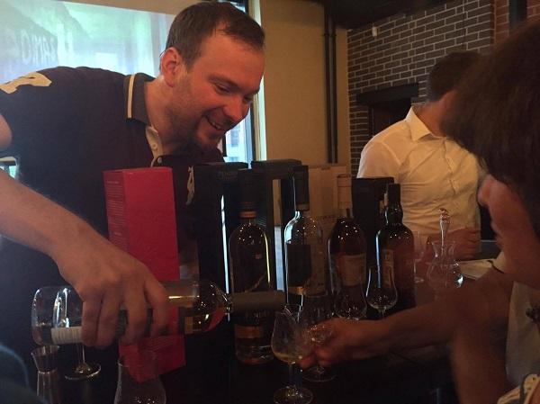 Организатор проекта Юрий Шулаков  знает все о шотландской культуре и о культуре напитков фото: Арт-Релиз.РФ