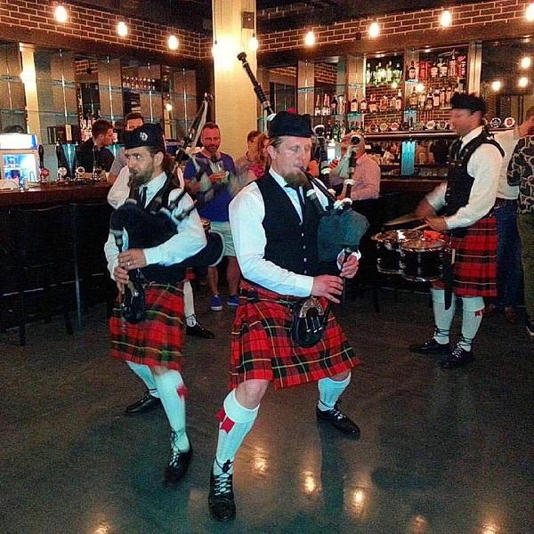 Оркестр волынщиков City Pipes был создан в 2012 году профессиональными московскими музыкантами, увлеченными шотландской музыкой и поиском новых музыкальных форм. Отличительной чертой творчества City Pipes стали смелые эксперименты со звучанием традиционных инструментов.