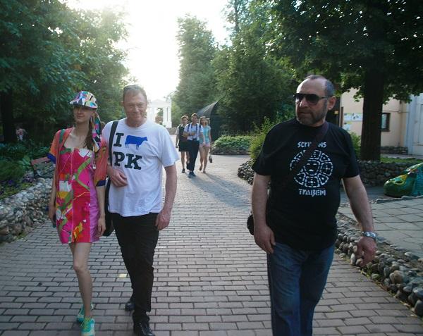 Пит Килкенни, София Загряжская и Александр Рябичев (справа)  лето 2016 год Москва