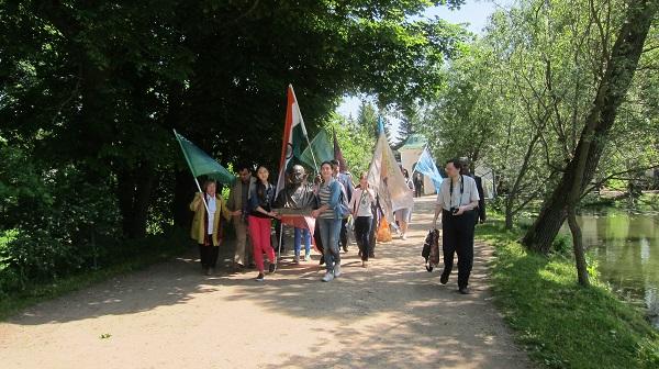 1 июня 2016 года радостно и, по-летнему, тепло прошел День доброты в Ясной Поляне Тульской области.